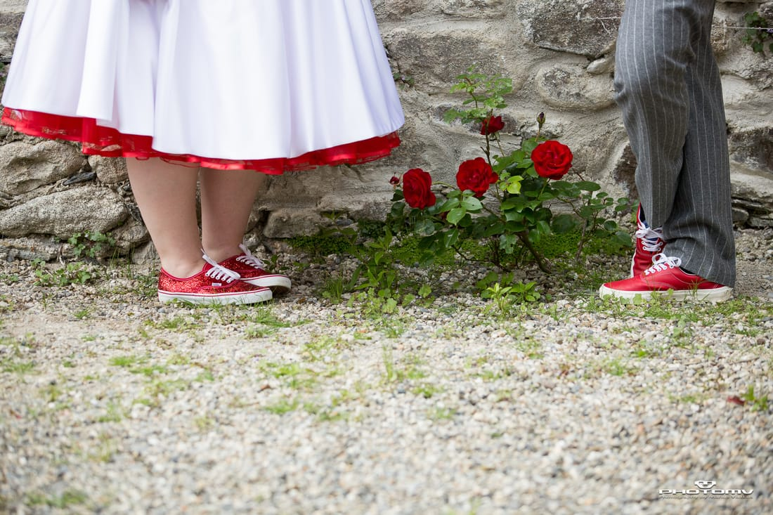 Creative wedding photo in Ireland. Red roses