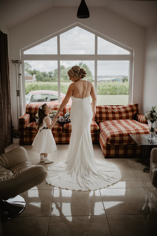 Wedding morning at home, bride and daughter in their dresses. Photographer Mario Vaitkus, Galway City
