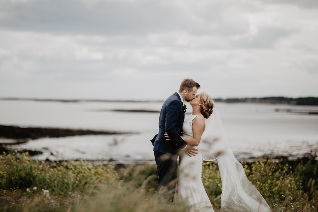 Bride and Groom. Atlantic ocean, Galway, Ireland. Wedding photographer Mario Vaitkus
